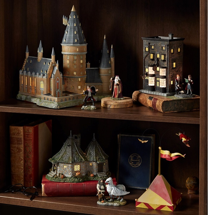 Complete 7 Piece Set of New for 2018 Harry Potter Village Collection